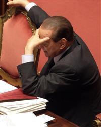 Berlusconi Kurtuldu İtalya Karıştı